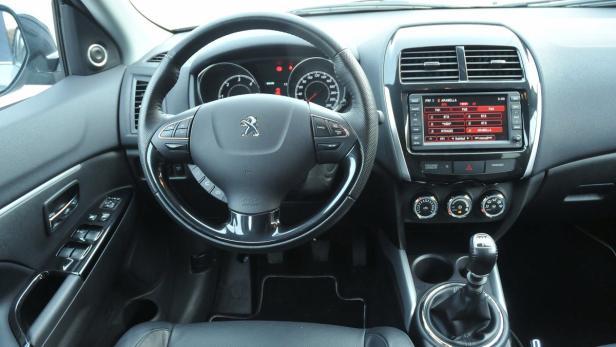 Das Cockpit ist ordentlich eingerichtet.
