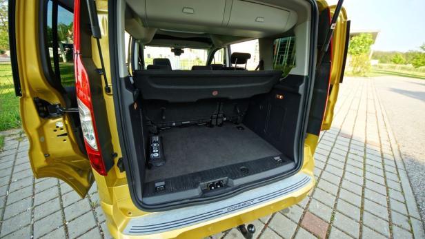 Riesig: Kofferraum im Tourneo Connect.