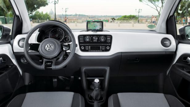In der Version White Up gehört das portable Navigations- und Infotainmentsystem samt Radio zur Serienausstattung.