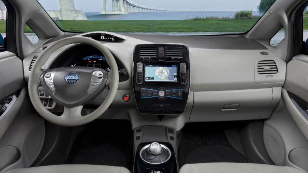 Serie: Multimedia-System mit Touchscreen und Navigation.