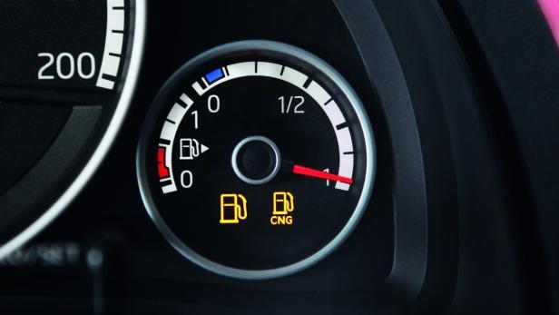 Die Tankanzeigen für Gas und Benzin sind übersichtlich angeordnet