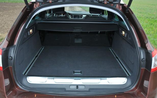 Trotz mehr an Technik hat der 508 RXH einen riesigen Kofferraum.