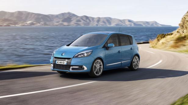 Renault Scénic: Neu gestaltete Scheinwerfer, modifizierter Kühlergrill, LED-Tagfahrlicht.