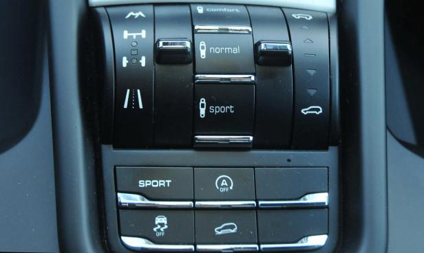 Schalter und Regler für die Fahrwerks- bzw. Offroadfunktionen.