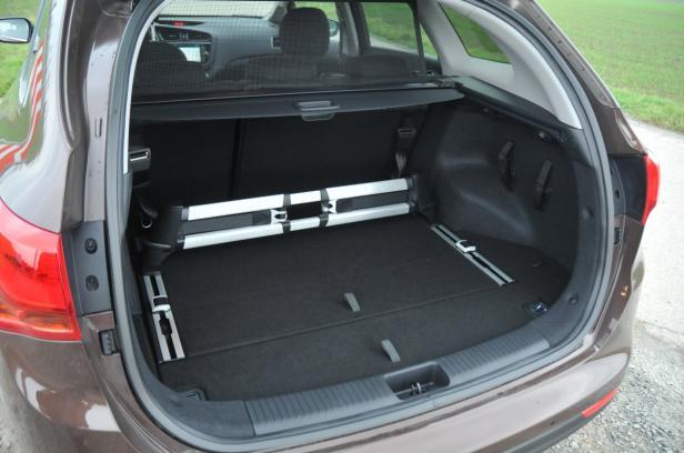 Kofferraum: Gut zu beladen – das glattflächige Ladeabteil fasst bis zu 1642 Liter; niedrige, 60 Zentimeter hohe Ladekante.
