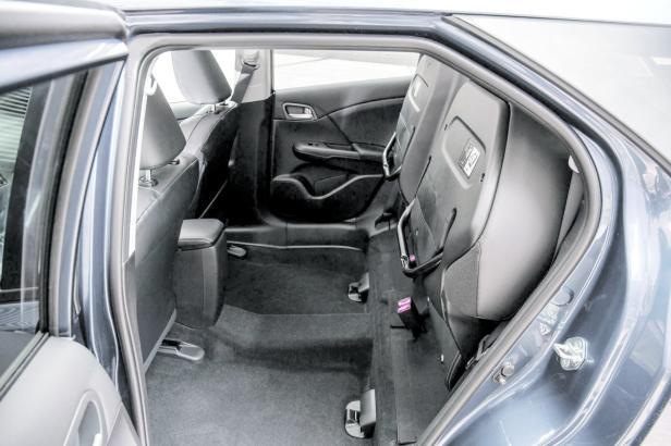 Praktische Sitzkinematik: Magic Seats – hochklappen und schon gibt's Raum für sperriges Transportgut.
