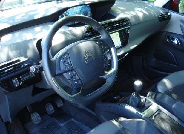 Cockpit: Bedienung mittels Touchscreen.