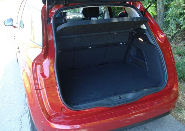 Kofferraum mit tiefer Ladekante.