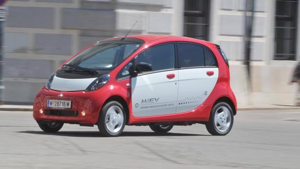 Bei -20 Grad benötigt der iMIEV 5,7 kW fürs Fahren und 3,8 kW fürs Heizen.