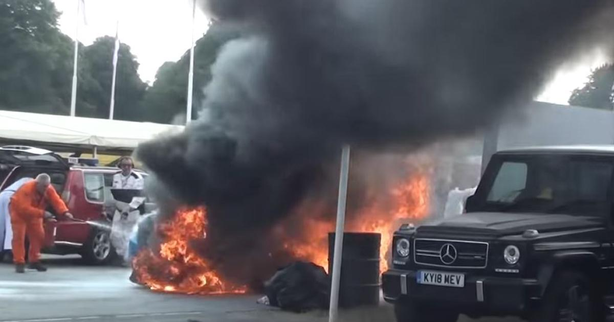 Dramatisches-Video-Lexus-Rennwagen-f-ngt-in-Goodwood-Feuer