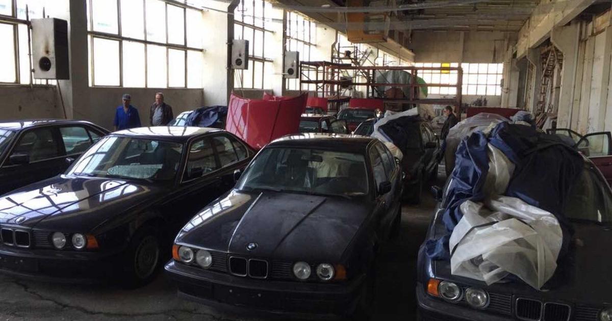 Die-wahre-Geschichte-ber-die-11-unbenutzten-E34-5er-BMWs