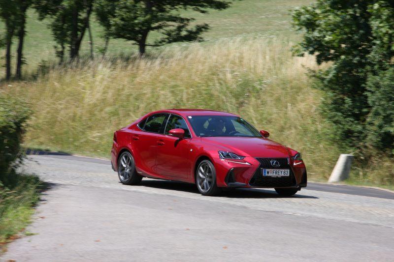Lexus IS300h im Test: Viel Leistung, wenig Strom