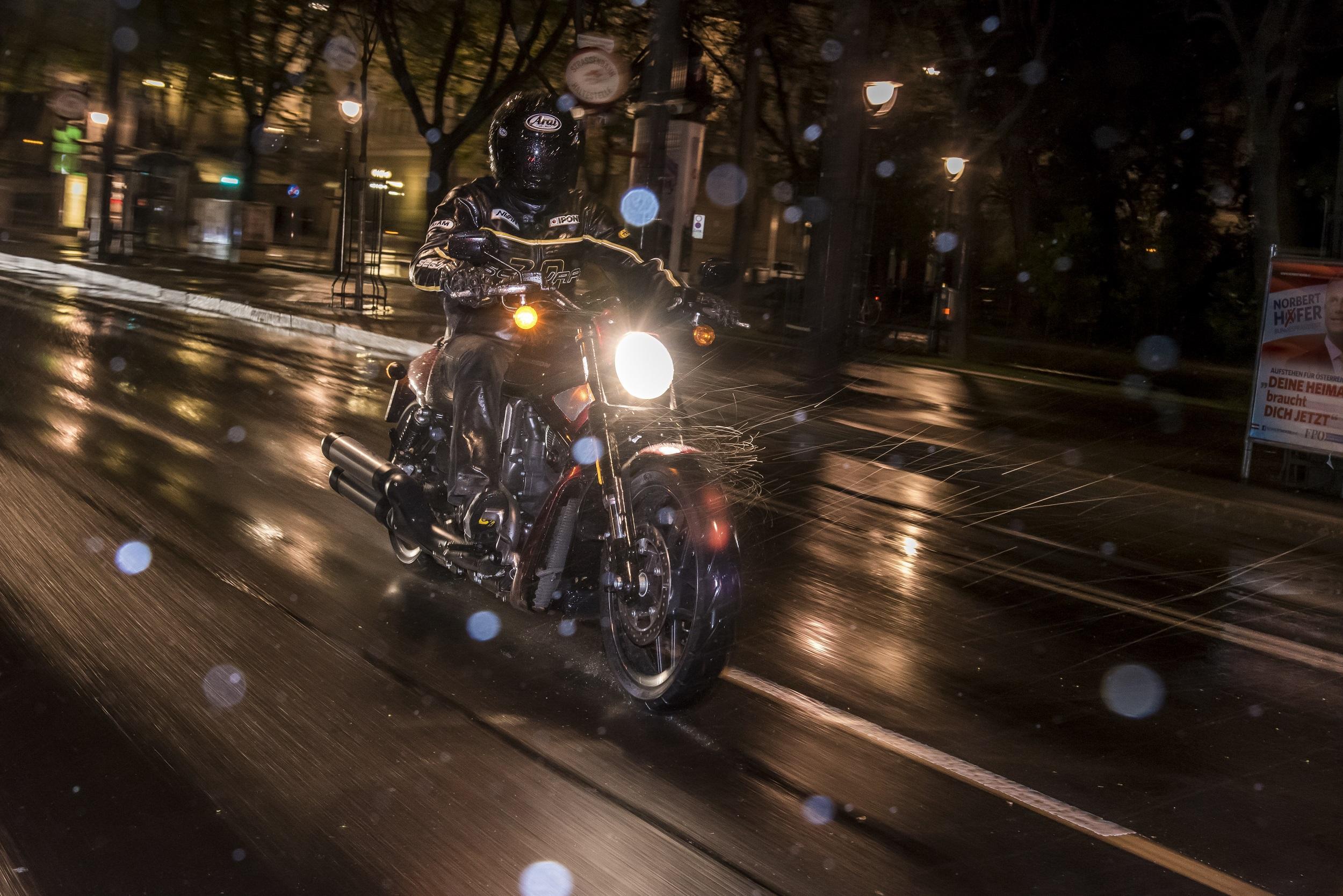 Motorrad im Winter: Tipps fürs Fahren - oder Stilllegen