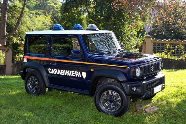 Suzuki Jimny geht auf Verbrecherjagd